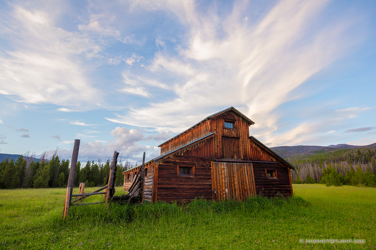 A scenic photograph of an old wood barn in Rocky Mountain National Park, Colorado. - Colorado Picture